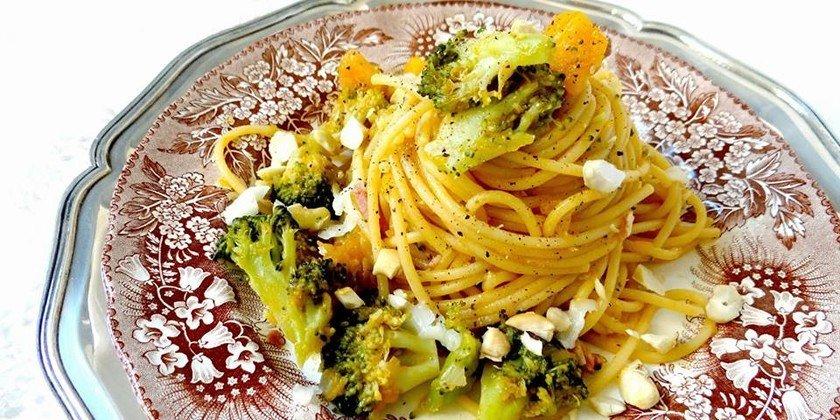 Come preparare un ragù di zucca, broccoli e anacardi croccanti
